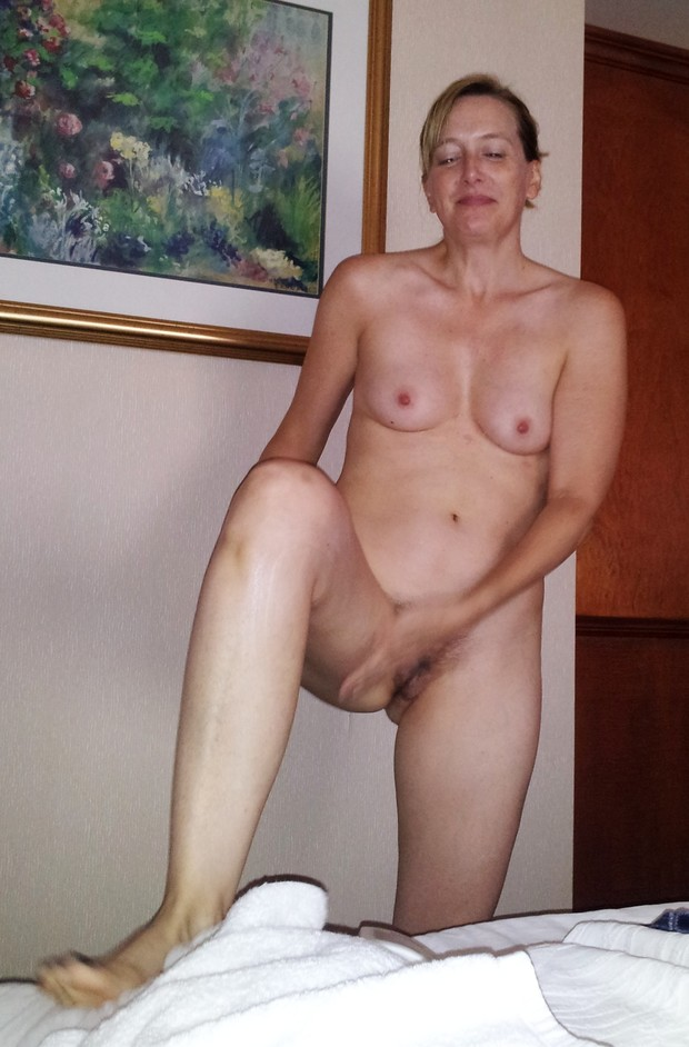 Amateur simple handjob hairy mature 6