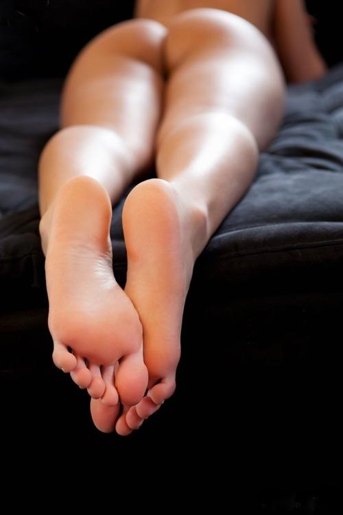 Подборки голых женщин фото ступни 10822 фотография