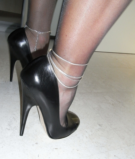 Sexy anklets; Babe Fetish Erotic Feet Femdom